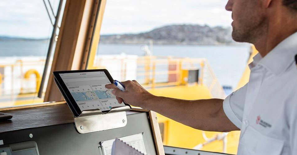 Photo of man using Easy Connect on iPad